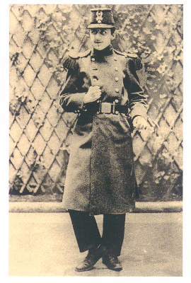 Proust_in_military_uniform_sm.jpg